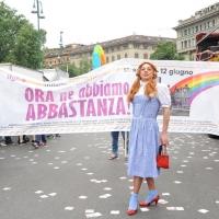 """Foto Nicoloro G.  12/06/2010 Milano  Manifestazione del """" gay-pride """" con corteo da piazza Castello a piazza Duomo. nella foto Partecipante alla manifestazione, con grande striscione sullo sfondo"""