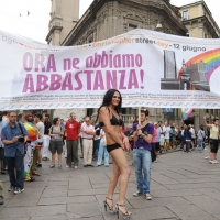 """Foto Nicoloro G.  12/06/2010 Milano  Manifestazione del """" gay-pride """" con corteo da piazza Castello a piazza Duomo. nella foto Partecipanti alla manifestazione con grande striscione"""