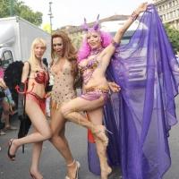 """Foto Nicoloro G.  12/06/2010 Milano  Manifestazione del """" gay-pride """" con corteo da piazza Castello a piazza Duomo. nella foto Tre partecipanti alla manifestazione"""