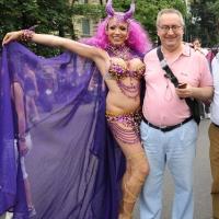 """Foto Nicoloro G.  12/06/2010 Milano  Manifestazione del """" gay-pride """" con corteo da piazza Castello a piazza Duomo. nella foto L'onorevole Franco Grillini con un partecipante alla manifestazione"""