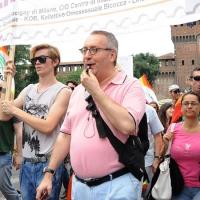 """Foto Nicoloro G.  12/06/2010 Milano  Manifestazione del """" gay-pride """" con corteo da piazza Castello a piazza Duomo. nella foto L'onorevole Franco Grillini partecipa alla manifestazione"""