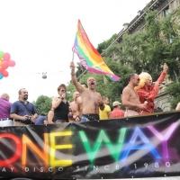 """Foto Nicoloro G.  12/06/2010 Milano  Manifestazione del """" gay-pride """" con corteo da piazza Castello a piazza Duomo. nella foto Partecipanti con bandiere e grande striscione"""