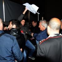 """Foto Nicoloro G.  04/05/2014   Rimini     Ultima delle tre """" Giornate del Lavoro """" organizzate dalla CGIL, tra incontri, concerti, dibattiti, idee. nella foto alcuni esponenti del Circolo sociale PAZ hanno inscenato una protesta improvvisa contro il ministro Lupi e subito allontanati dalle forze dell' ordine."""