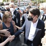 Foto Nicoloro G.   25/08/2021   Ravenna    Visita in citta' del presidente del M5S in vista delle amministrative di ottobre. nella foto Giuseppe Conte al suo arrivo in citta' tra strette di mano e selfie.