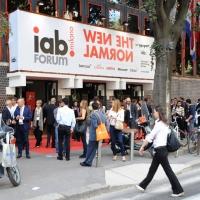 """Foto Nicoloro G. 12/10/2011 Milano Nona edizione dello """" IAB Forum """" che quest' anno ruota intorno al concept """" The New Normal """", due aggettivi antitetici per significare da un lato la raggiunta maturita' di Internet e dall' altro l' importanza dell' innovazione. nella foto L'ingresso alla Fiera"""