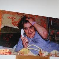 """Foto Nicoloro G. 21/03/2011 Milano E' stata aperta ufficialmente la """" Casa Merini. Atelier della parola giovane """". Nella palazzina a due piani di via Magolfa, che fu una tabaccheria comunale, la Casa-museo ripercorre con foto, pannelli e stralci dei suoi scritti la vita della poetessa. Inoltre e' stata ricostruita la camera da letto della poetessa con tutti i suoi effetti personali. Il salone al piano terra sara' luogo di incontri, dibattiti e corsi per giovani poeti. nella foto All'interno della Casa-museo"""