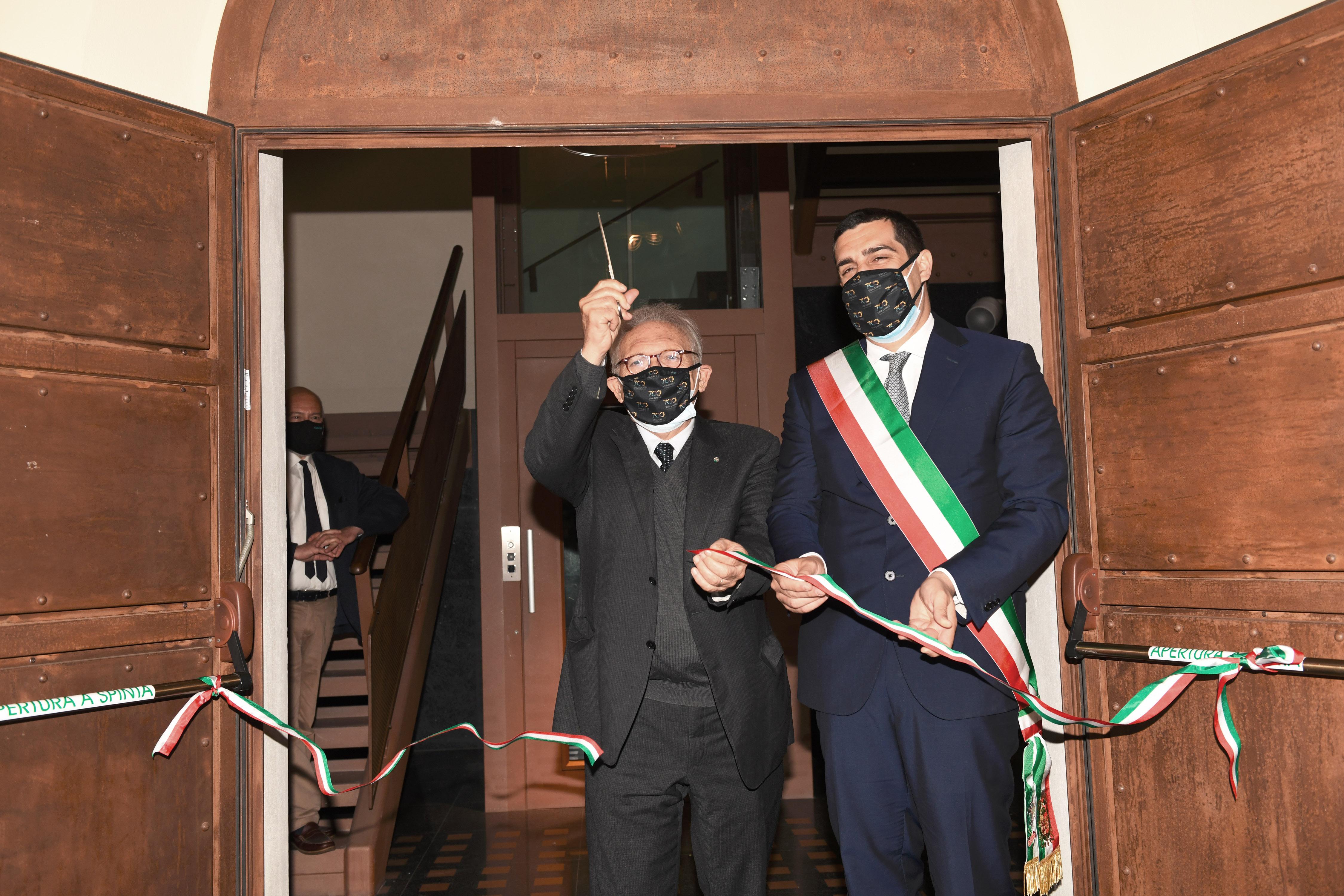 15/05/2021   Ravenna  Inaugurazione del Museo Dante alla presenza del ministro dell' Istruzione. nella foto il tradizionale taglio del nastro da parte del ministro Patrizio Bianchi e il sindaco Michele de Pascale.