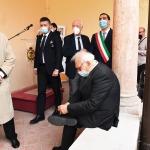 15/05/2021   Ravenna  Inaugurazione del Museo Dante alla presenza del ministro dell' Istruzione. nella foto siparietto del ministro Patrizio Bianchi che si allaccia una scarpa.