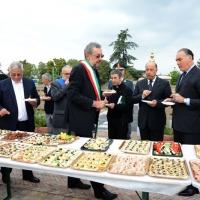 Foto Nicoloro G. 04/10/2013 Ravenna Inaugurazione della seconda più grande Moschea d' Italia dopo quella di Roma. nella foto Il rinfresco finale