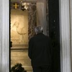 10/10/2020   Ravenna    Don Ciotti, presidente dell' associazione antimafia ' Libera ', inaugura tre immobili confiscati alla mafia e assegnati al Comune di Ravenna. nella foto don Luigi Ciotti in raccoglimento davanti alla tomba di Dante.