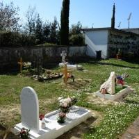 Foto Nicoloro G.  09/04/2015   Coriano ( Rimini )  La Comunità di San Patrignano, fondata nel 1978, è una Organizzazione Non Governativa autogestita che accoglie e assiste attualmente circa 1300 tra ragazzi e ragazze. nella foto uno scorcio del cimiterino interno alla Comunità dove sono seppelliti tanti degli ospiti deceduti nel corso degli anni.