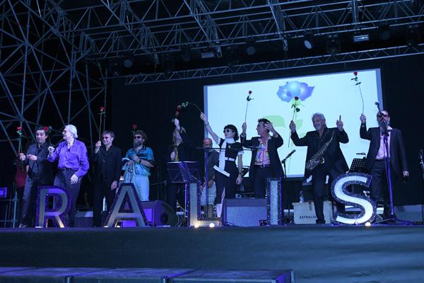 Foto Nicoloro G.   Rimini  22° edizione de La Milanesiana che per il secondo anno sbarca in Emilia-Romagna e fa tappa a Rimini. nella foto il gruppo dei partecipanti alla serata con la rosa della Milanesiana.