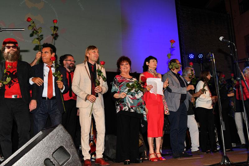 Foto Nicoloro G.   05/08/2020   Forlimpopoli ( FC )   La Milanesiana si sposta a Forlimpopoli per celebrare Pellegrino Artusi a 200 anni dalla sua nascita. nella foto alla fine una rosa della Milanesiana per tutti.