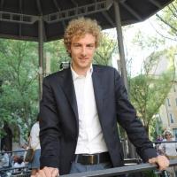 """Foto Nicoloro G. 05/06/2010 Cremona Primo Festival TRA Letteratura e Musica """" Le corde dell ' anima """" . nella foto Alessandro d'Avenia"""