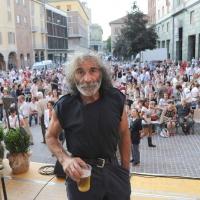 """Foto Nicoloro G.   05/06/2010  Cremona  Primo Festival TRA Letteratura e Musica """" Le corde dell ' anima """" . nella foto Mauro Corona"""