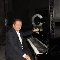 """Foto Nicoloro G.    05/06/2010  Cremona  Primo Festival TRA Letteratura e Musica """" Le corde dell ' anima """" . nella foto Antonio Di Bella"""