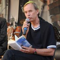 """Foto Nicoloro G.  04/06/2010  Cremona  Primo Festival TRA Letteratura e Musica """" Le corde dell ' anima """" . nella foto Bjorn Larsson"""