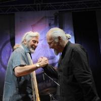 """Foto Nicoloro G. 04/06/2010 Cremona  Primo Festival TRA Letteratura e Musica """" Le corde dell ' anima """" . nella foto Shel Shapiro – Eugenio Finardi"""