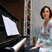 """Foto Nicoloro G.  06/06/2010  Cremona  Primo Festival TRA Letteratura e Musica """" Le corde dell ' anima """" . nella foto Monica Cattarossi"""