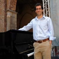 """Foto Nicoloro G.  06/06/2010  Cremona  Primo Festival TRA Letteratura e Musica """" Le corde dell ' anima """" . nella foto Daniel Mason"""