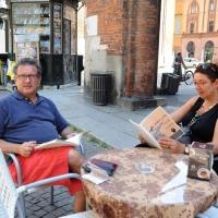 """Foto Nicoloro G.  06/06/2010  Cremona  Primo Festival TRA Letteratura e Musica """" Le corde dell ' anima """" . nella foto Antonio Di Bella e la moglie"""