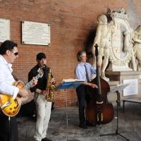 """Foto Nicoloro G.  2010/06/06  Cremona  Primo Festival TRA Letteratura e Musica """" Le corde dell ' anima """" . nella foto Il trio jazz Tartamella Bozza Bridge"""