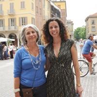 """Foto Nicoloro G.  06/06/2010  Cremona  Primo Festival TRA Letteratura e Musica """" Le corde dell ' anima """" . nella foto Sandra Petrignani – Silvia Avallone"""