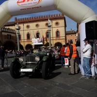 Foto Nicoloro G. 16/05/2014  Ravenna    La 32° edizione della 1000 Miglia, con le sue 435 auto, passa da Ravenna. nella foto un' auto riparte dopo la timbratura del passaggio.