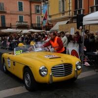 Foto Nicoloro G. 16/05/2014  Ravenna    La 32° edizione della 1000 Miglia, con le sue 435 auto, passa da Ravenna. nella foto un' auto alla timbratura del passaggio.