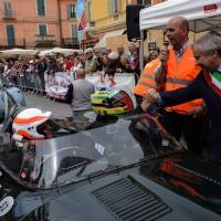 Foto Nicoloro G. 16/05/2014  Ravenna    La 32° edizione della 1000 Miglia, con le sue 435 auto, passa da Ravenna. nella foto tra i partecipanti il pilota Bruno Senna, nipote del più famoso Ayrton Senna, salutato dal vicesindaco di Ravenna Giannantonio Mingozzi.