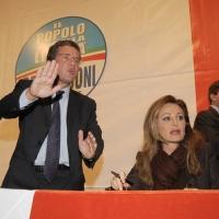 """Foto Nicoloro G. 14/11/2010, Milano, Manifestazione promossa dal PdL al teatro Nuovo """" Dalla parte del Cavaliere """". nella foto Luigi Casero - Daniela Santanchè"""