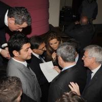 """Foto Nicoloro G. 14/11/2010, Milano, Manifestazione promossa dal PdL al teatro Nuovo """" Dalla parte del Cavaliere """". nella foto I leaders del PdL discutono la scaletta degli interventi"""