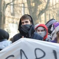Foto Nicoloro G. Milano 14/12/2010 Corteo degli studenti contro il governo Berlusconi e la riforma Gelmini. Forte tensione con le forze dell' ordine. nella foto Manifestanti con sciarpe
