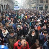 Foto Nicoloro G. Milano 14/12/2010 Corteo degli studenti contro il governo Berlusconi e la riforma Gelmini. Forte tensione con le forze dell' ordine. nella foto La grande partecipazione al corteo