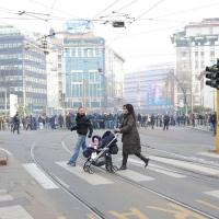 Foto Nicoloro G. Milano 14/12/2010 Corteo degli studenti contro il governo Berlusconi e la riforma Gelmini. Forte tensione con le forze dell' ordine. nella foto Due genitori capitati nel mezzo del corteo scappano per mettersi in salvo con il loro bambino in carrozzina