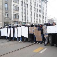 Foto Nicoloro G. Milano 14/12/2010 Corteo degli studenti contro il governo Berlusconi e la riforma Gelmini. Forte tensione con le forze dell' ordine. nella foto Manifestanti con rudimentali scudi e casco