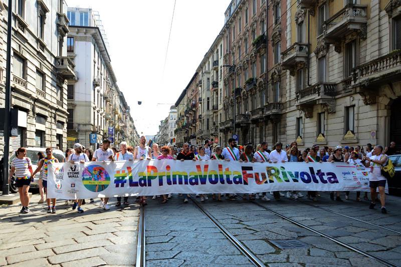 Foto Nicoloro G.   29/06/2019  Milano   Manifestazione con corteo del Gay Pride. nella foto striscioni lungo il corteo.