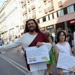 Foto Nicoloro G.   29/06/2019   Milano    Manifestazione con corteo del Gay Pride. nella foto partecipanti con cartelli.