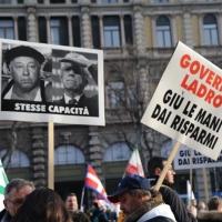 Foto Nicoloro G. 22/01/2012 Milano Manifestazione con corteo della Lega Nord contro il governo Monti. nella foto Manifestanti e cartelli