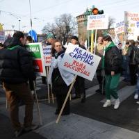 Foto Nicoloro G. 22/01/2012 Milano Manifestazione con corteo della Lega Nord contro il governo Monti. nella foto Manifestanti con cartelli