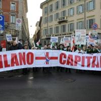 Foto Nicoloro G. 22/01/2012 Milano Manifestazione con corteo della Lega Nord contro il governo Monti. nella foto Manifestanti con striscione