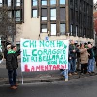 Foto Nicoloro G. 22/01/2012 Milano Manifestazione con corteo della Lega Nord contro il governo Monti. nella foto Manifestanti con grande cartello