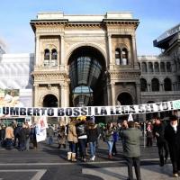 Foto Nicoloro G. 22/01/2012 Milano Manifestazione con corteo della Lega Nord contro il governo Monti. nella foto Manifestanti con grande striscione in Piazza del Duomo