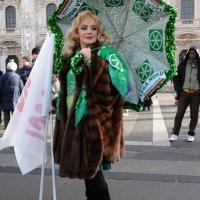 Foto Nicoloro G. 22/01/2012 Milano Manifestazione con corteo della Lega Nord contro il governo Monti. nella foto Manifestante con ombrello e bandiera