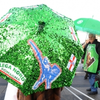"""Foto Nicoloro G. 22/01/2012 Milano Manifestazione con corteo della Lega Nord contro il governo Monti. nella foto Ombrello """"leghista"""""""