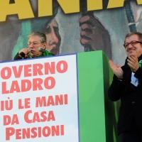 Foto Nicoloro G. 22/01/2012 Milano Manifestazione con corteo della Lega Nord contro il governo Monti. nella foto Umberto Bossi – Roberto Maroni