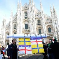 Foto Nicoloro G. 22/01/2012 Milano Manifestazione con corteo della Lega Nord contro il governo Monti. nella foto Manifestanti con striscione in piazza del Duomo