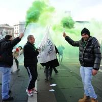 Foto Nicoloro G. 22/01/2012 Milano Manifestazione con corteo della Lega Nord contro il governo Monti. nella foto Manifestanti con fumogeni