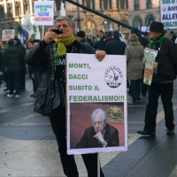 Foto Nicoloro G. 22/01/2012 Milano Manifestazione con corteo della Lega Nord contro il governo Monti. nella foto Manifestante con cartello