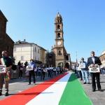 Foto Nicoloro G.   02/06/2020   Faenza ( Ra)   Nella giornata della Festa della Repubblica i partiti dell' opposizione promuovono un flash mob di protesta contro il governo ' Per l' Italia che vuole ripartire in sicurezza '. nella foto una veduta della piazza con i partecipanti al flash mob.